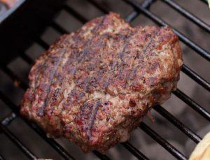 An Easy Black Peppercorn Dry Rub For a Burger