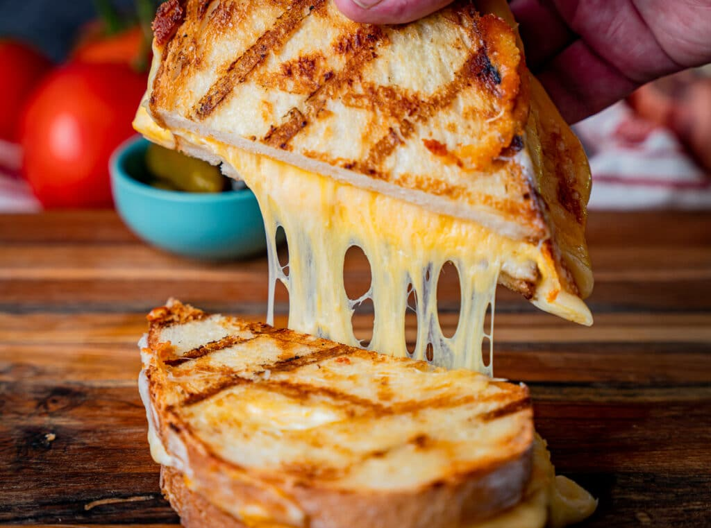 Grilled cheese o the grill cheese pull