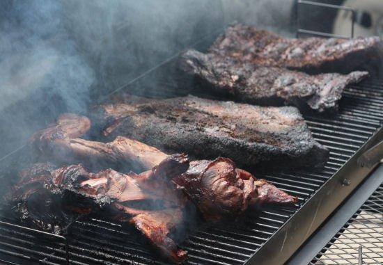 Barbacoa de cabeza, smoked ground hog picnic - Grilling24x7.com